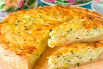 Мега аппетитный пирог с капустой и сыром исчезает со стола за считанные минуты.