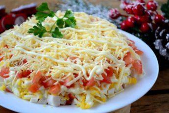 Шикарный слоеный салат с крабовыми палочками